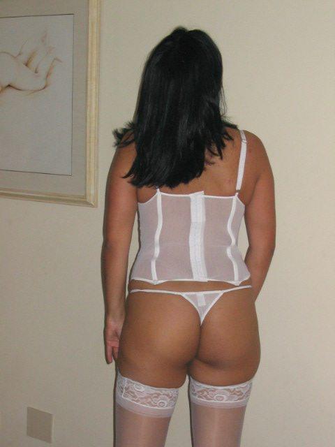 Secretaria gostosa caiu na net em fotos picantes 1