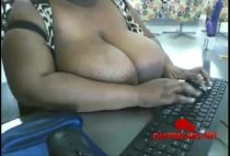 Gorda dos peitos gigantes peladinha na webcam